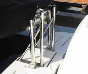 Transom-Davit Compression Pull Posts